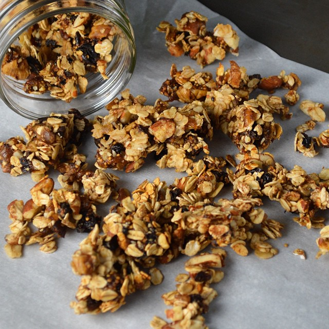 Happy, healthy snacking to get you through your Tuesday: #homemade Dried Fruit Granola, made with whole grain oats and no added sugar #smartsnacking #recipe
