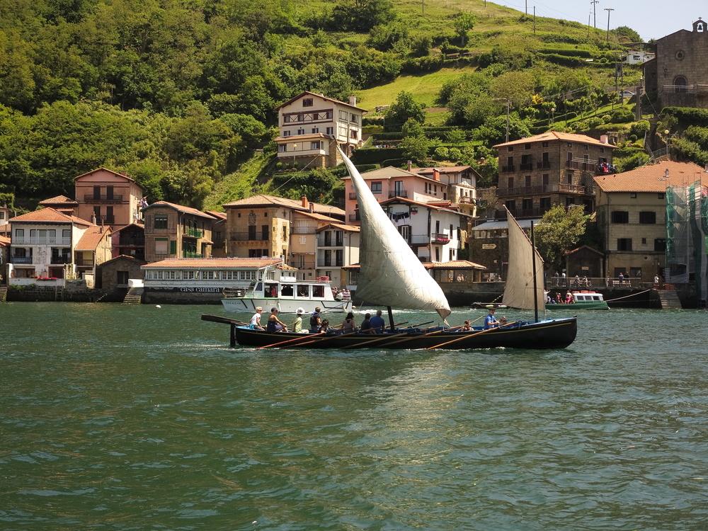 Boats from Pasai Donibana -© Miguel Artola