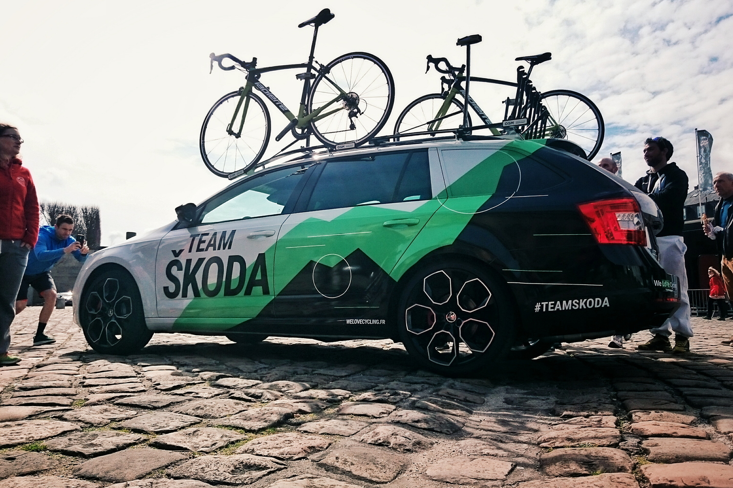 Team ŠKODA  meeting the cycling Pros — The World is a Handkerchief c75135678
