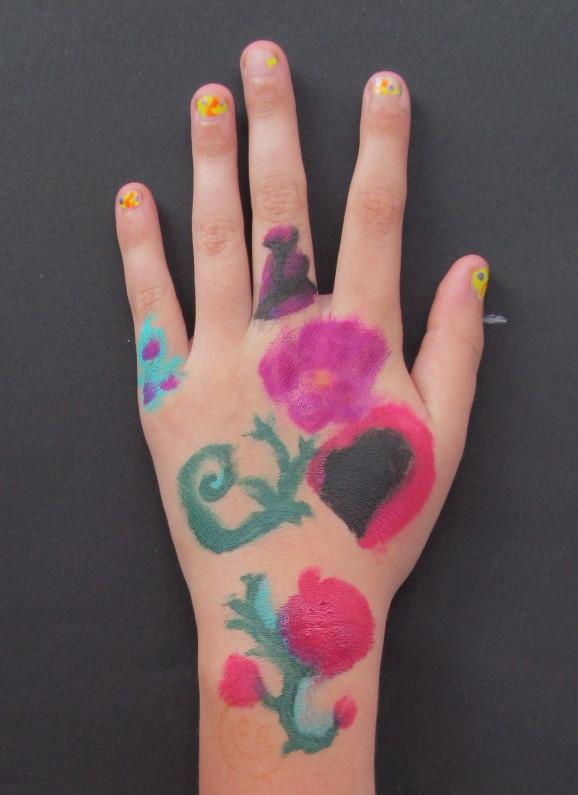 hand isabella z.jpg