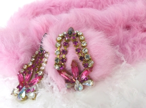 Hollywood glam accessories for the Holiday Season Parties. Earrings and pink fur collar available in our shop.
