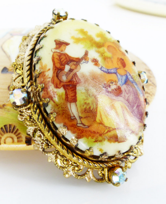 Beautiful Vintage & antique brooches