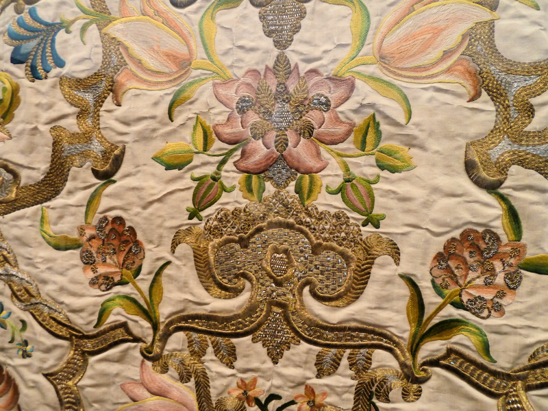 800px-Altar_frontal_with_silk_and_metallic-thread_embroidery_1730-1740_detail_2.png