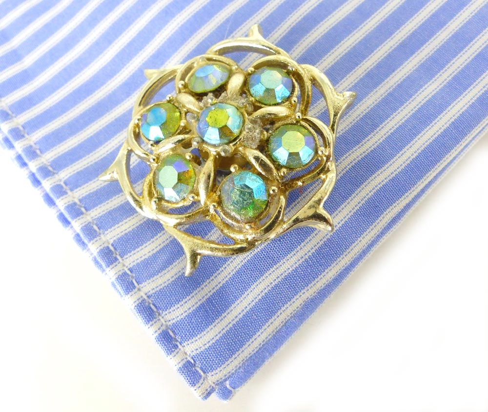 White gold women's cufflinks with details in iridescent green
