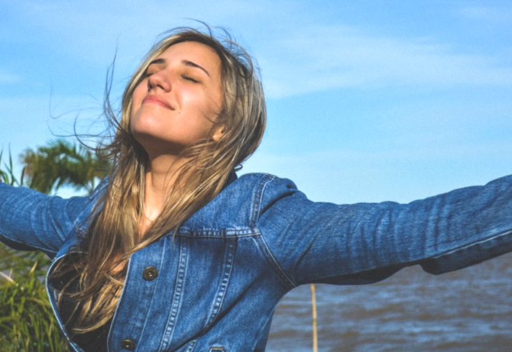 beach_denim_jacket_model_nature_ocean_person_sea_sky-953423.jpg!d.jpg