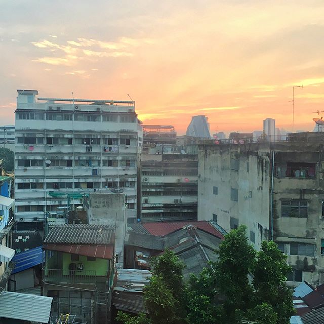 04•04•17 Today we saw the sunrise, taught a monk how to break up with a hypothetical girlfriend, and said our goodbyes to Thailand. 🇹🇭