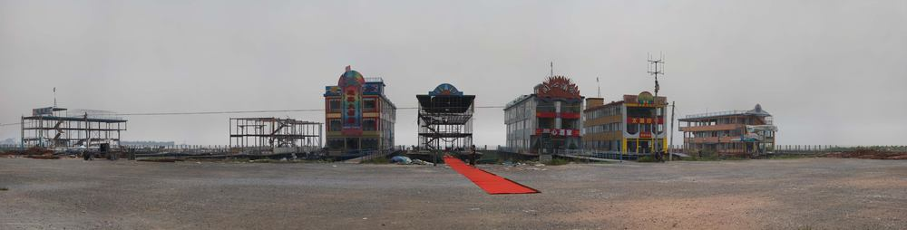 Li Qing 李青, Red Carpet 红毯, 2007, Photography 摄影, 148 x 584 cm