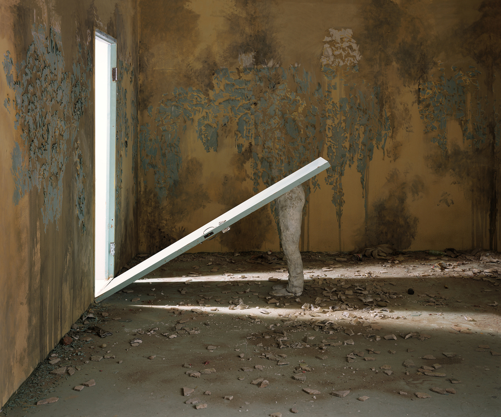 Chen Wei 陈维, Half of the Statue, 2012, Archival inkjet print 收藏级艺术微喷, 150 x 180 cm