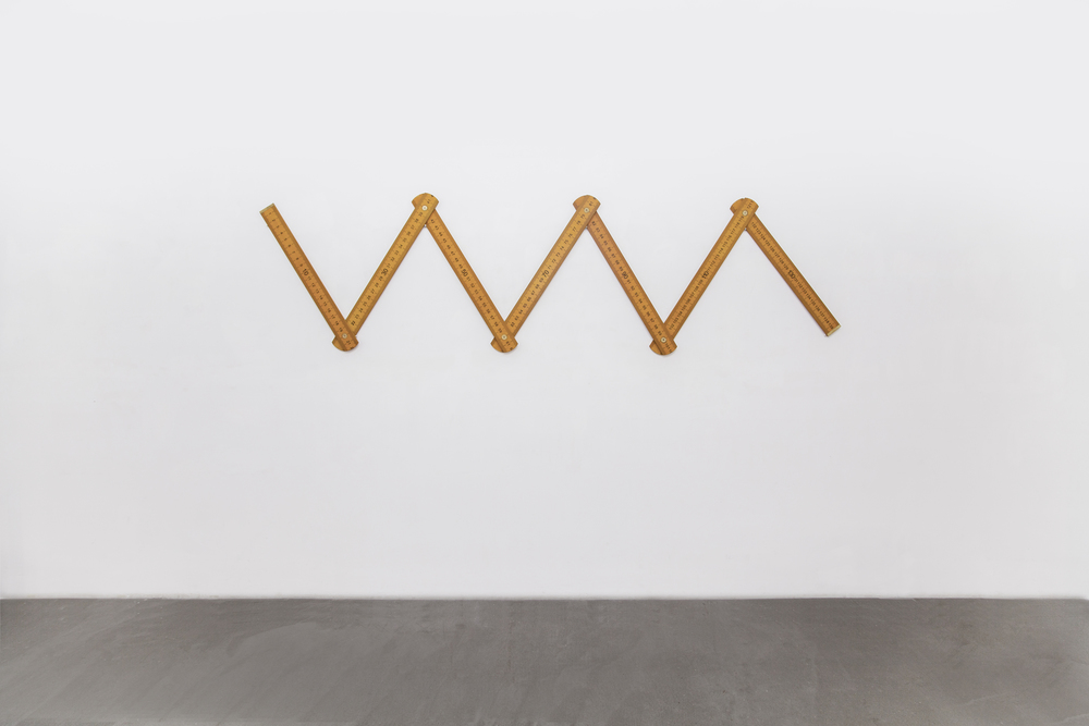 Ni Youyu 倪有鱼, Three Steps Ruler 三步尺, 2014, Coper, wood and paint 铜、木、漆, 8 x 560 cm