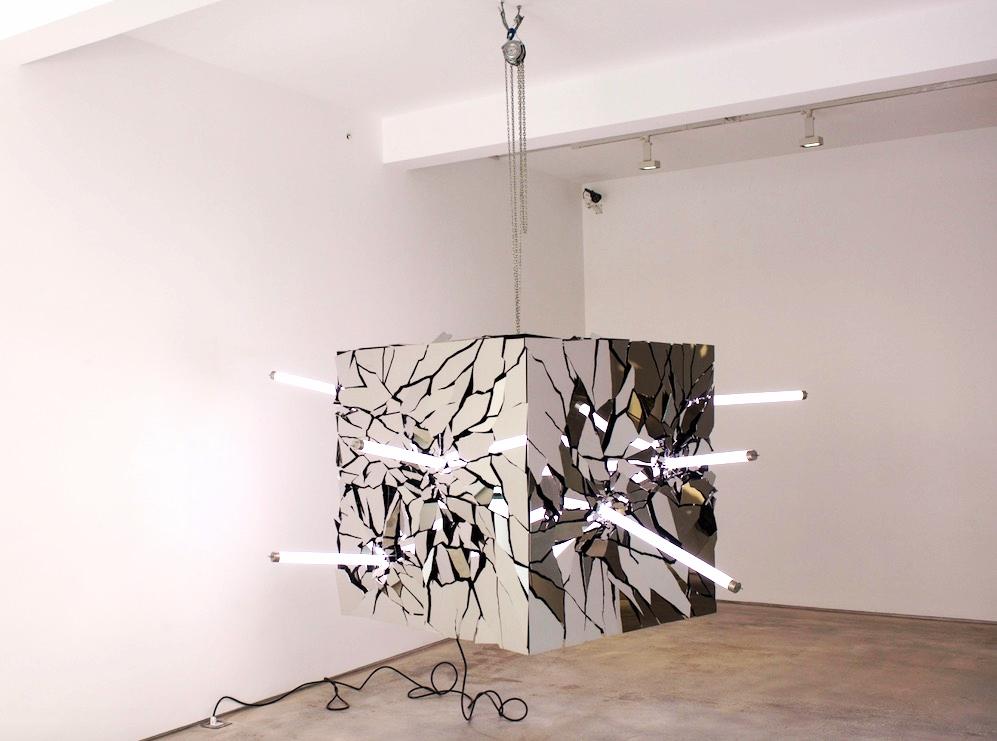 Li Hui 李晖, Instant Insanity 错乱的瞬间, 2015, Stainless Steel and Light tubes 不锈钢及灯管, 250 x 250 x 120 cm