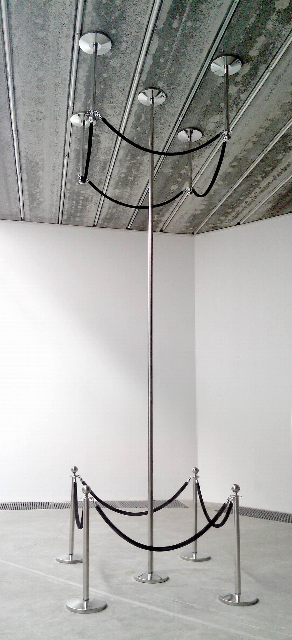 Gao Lei 高磊, G-72, 2011, Stainless steel and velvet 不锈钢、丝绒布, 580 x 170 x 170 cm