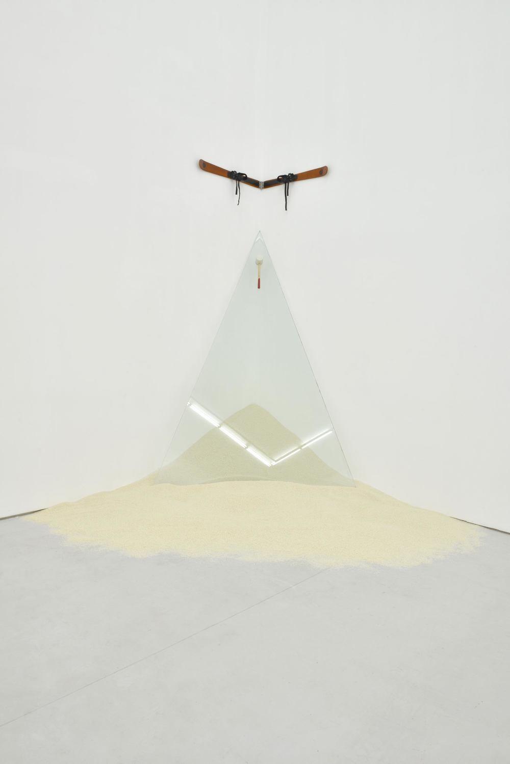 Gao Lei 高磊, W-005, 2013, Rice glass ski hinge and rubber hammer 大米、玻璃、雪橇、合页、橡皮锤