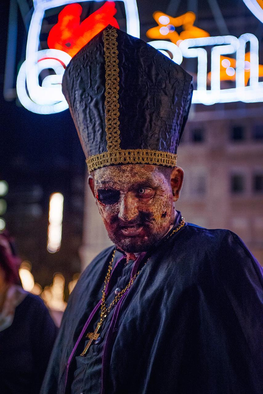 Zombie_Walk_Essen_2014_20141031_0042_1280px.jpg