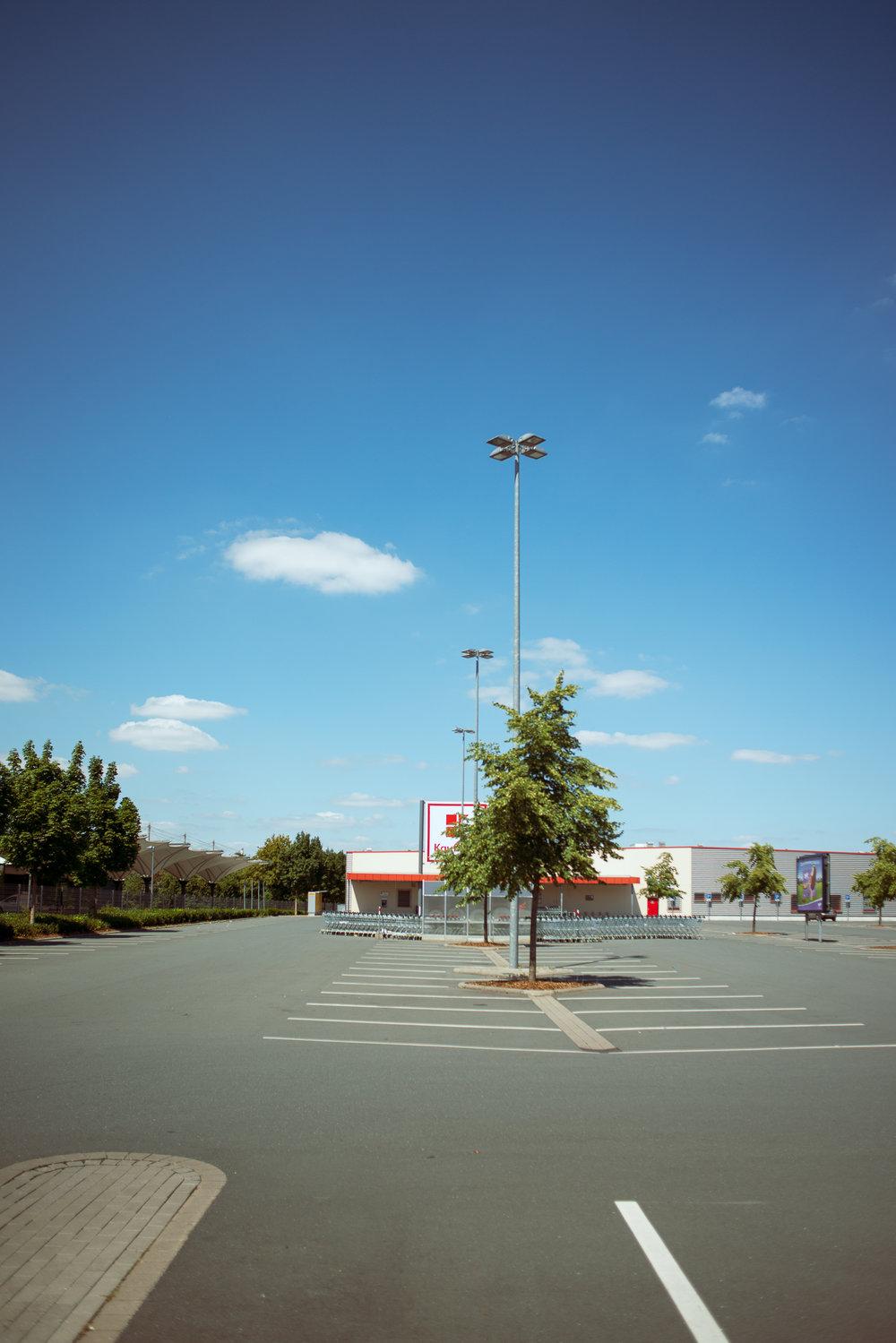 Supermarkt-Parkplatz_Kaufland_20180708_0312_2500px.jpg