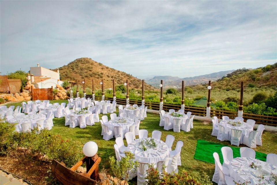 view of valley_daytime_wedding_white linen.jpg