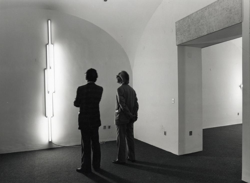 Dan Flavin, Inaugurazione della galleria Pasquale Trisorio (  Opening of thePasquale TrisorioGallery  )Installazione\Installation View16.10.1974