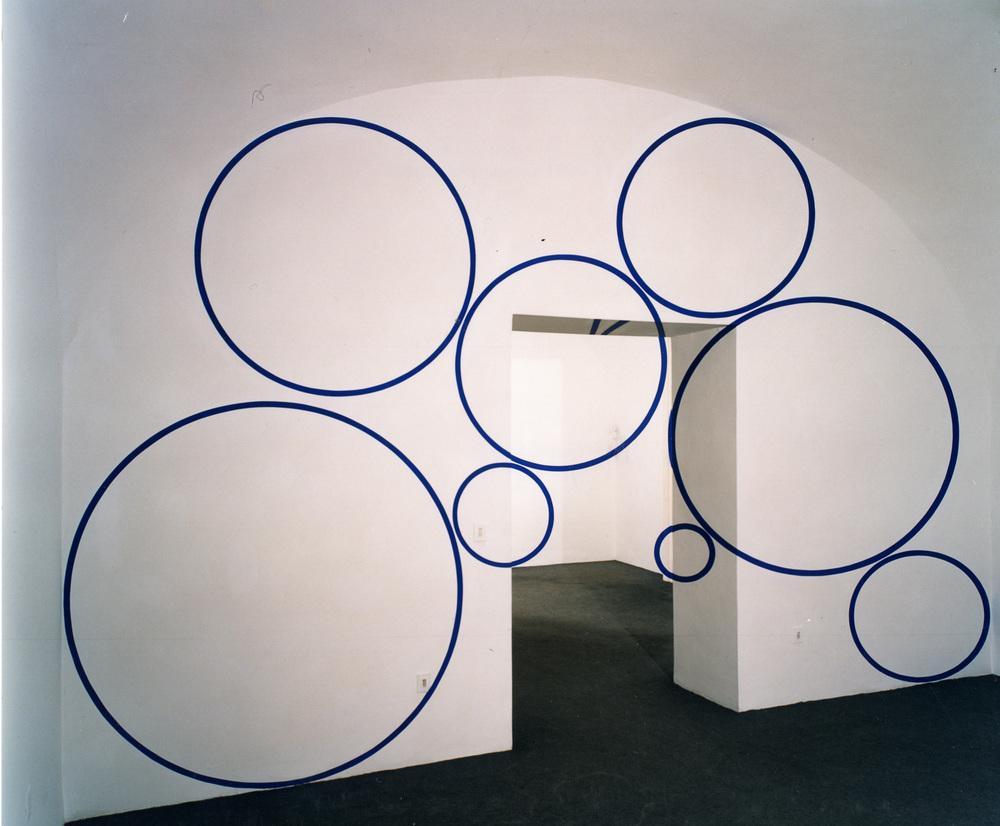 Felice Varini Installazione/Installation, Studio Trisorio, Napoli 19.11.1999