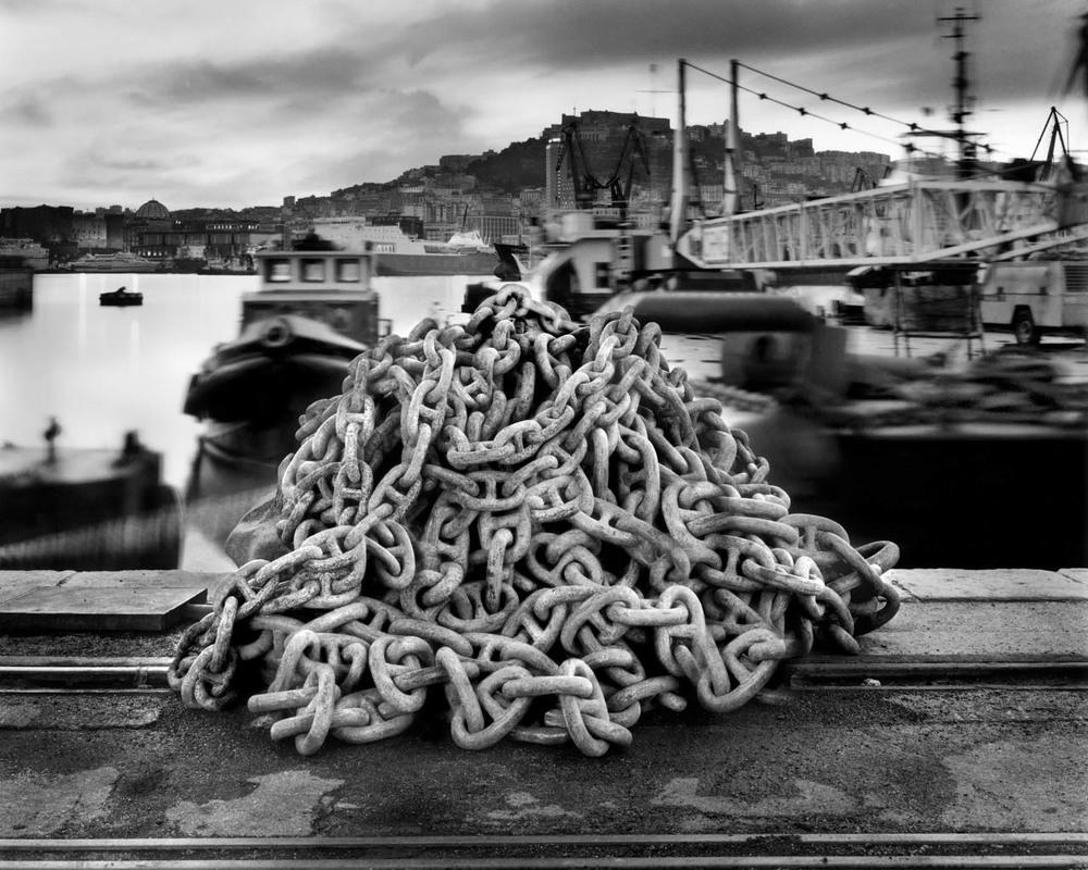 Catena, porto di Napoli , 2001 Stampa digitale su carta Hahnemuhle, cm 100x120 / cm 120x140 (ed. 6 + 1AP)