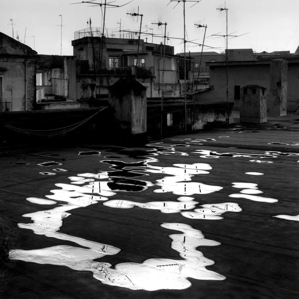 Sui tetti, Quartieri Spagnoli, 2001 Stampa digitale su carta Hahnemuhle, cm 100x100 / 120x120 / 140x140 (ed. 6 + 1AP)