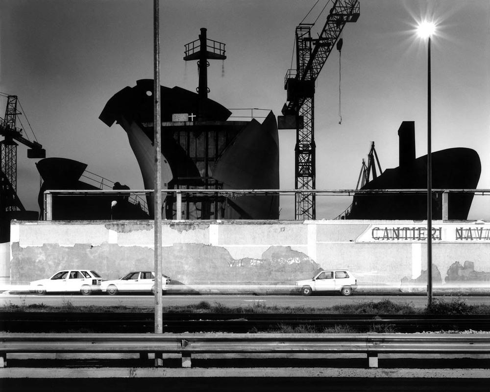 Prue di navi, porto di Napoli, 2001 Stampa digitale su carta Hahnemuhle, cm 100x120 / cm 120x140 (ed. 6 + 1AP)