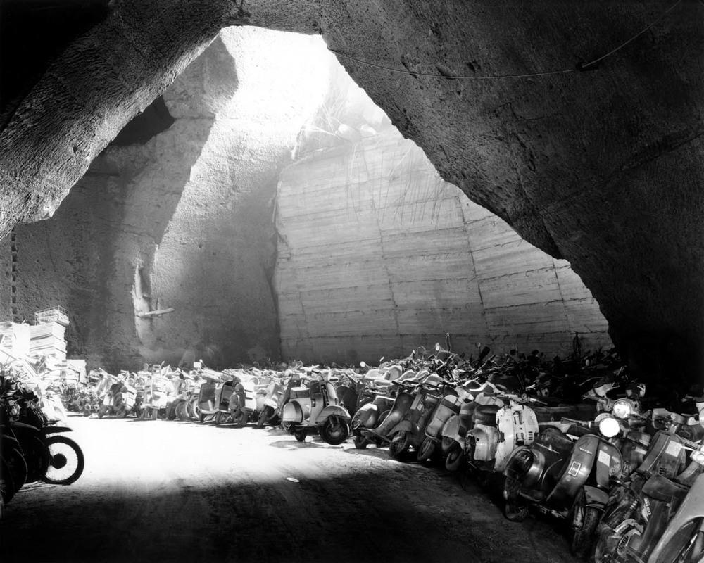 Motociclette sequestrate, Sanità, 2001 Stampa digitale su carta Hahnemuhle, cm 100x120 / cm 120x140 (ed. 6 + 1AP)