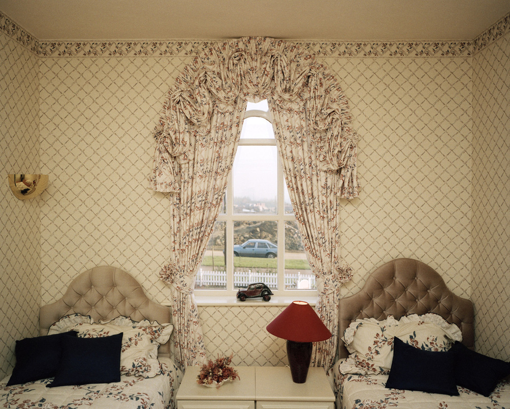 The Cost of Living , Great Britain. England. Bath. A Show House, 1988 Traditional C Print cm 51x61, ed 3\25 (cm 102x127 ed 6)