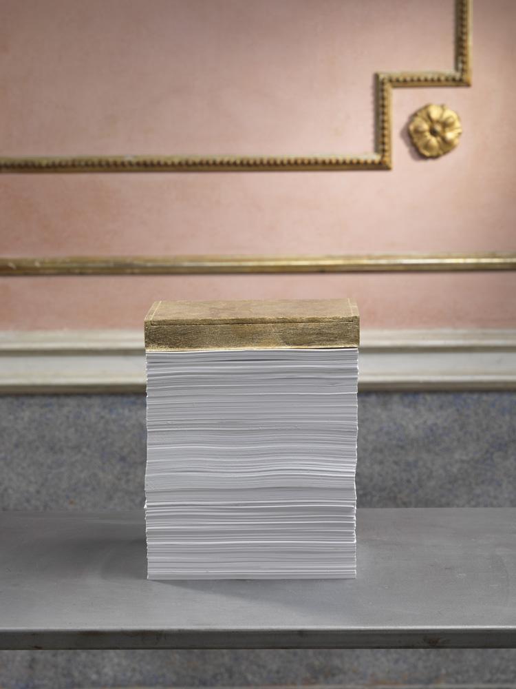 Finto oro , 2014 carta, legno, foglia d'oro, cm 21 x 15 x 27  © Luciano Romano