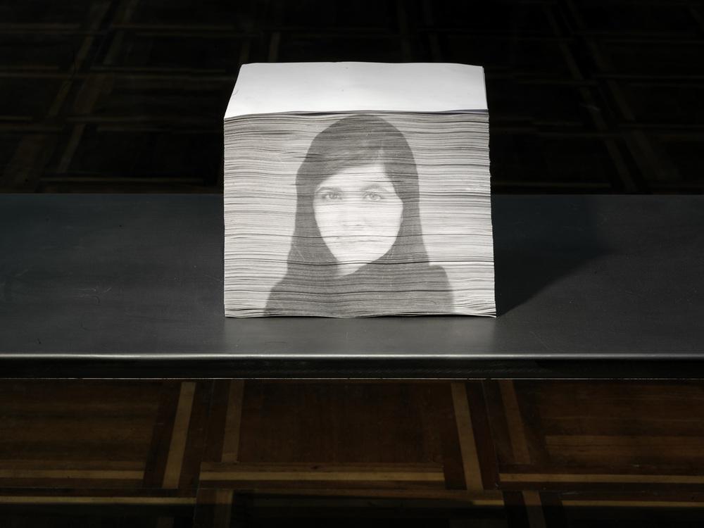I giardinieri (Malala Yousafzai) , 2014 fotografia su carta, cm 24 x 14,5 x 30  © Luciano Romano