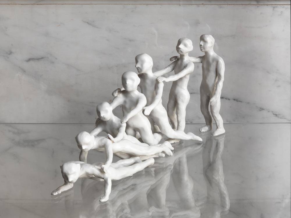 Parabola dei ciechi , 2006 argilla bianca, dimensioni variabili  © Luciano Romano