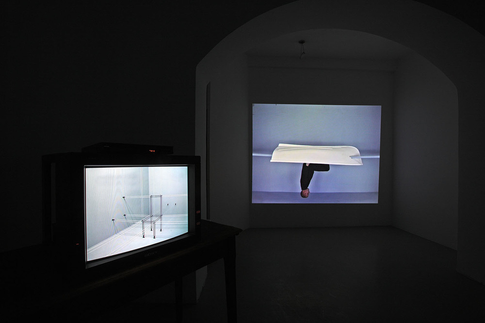 John Wood & Paul Harrison, video installazione Studio Trisorio Roma (E)-2.jpg