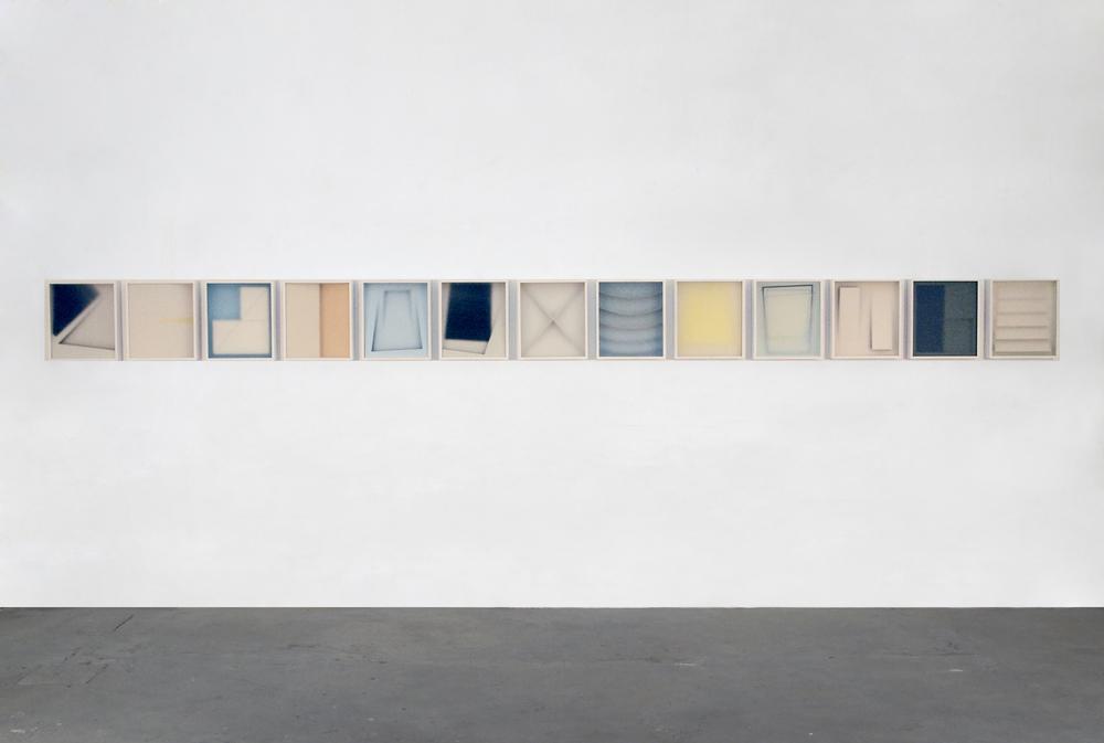 Alfredo Maiorino, Corpi fragili ,2015, tecnica mista, vetro, legno,cm 37x 32