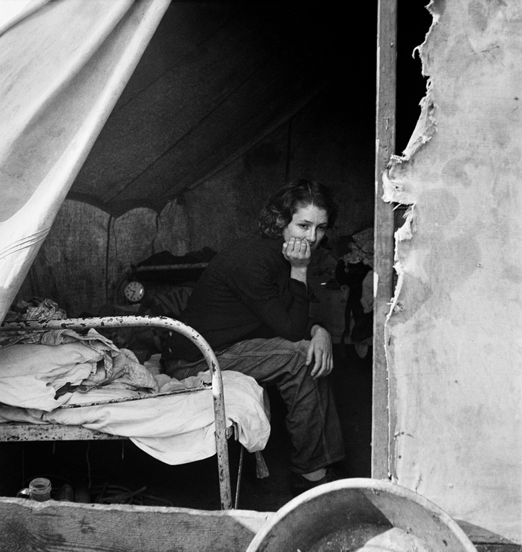 Dorothea Lange,  Daughter of Migrant Tennessee Coal Miner , California, 1936, cm 37,8x40, framed cm 55x55