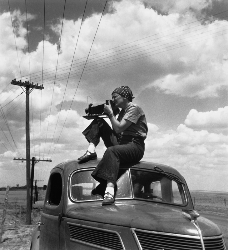 Paul S. Taylor,  Dorothea Lange in Texas on the Plains , 1934, cm 36,5x40, framed cm 55x55
