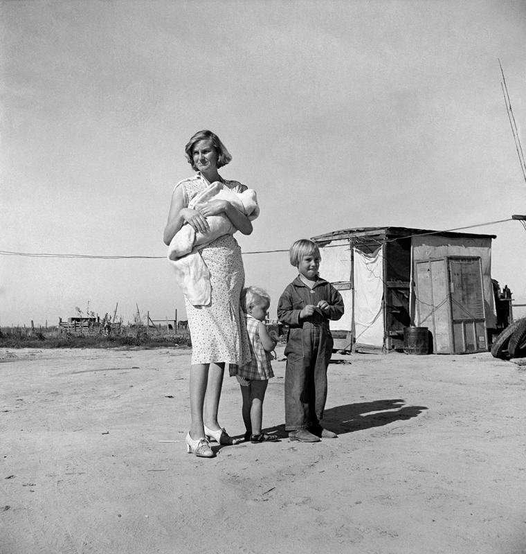 Dorothea Lange,  Family of Rural Rehabilitation Client , California, 1938, cm 38x40, framed cm 55x55