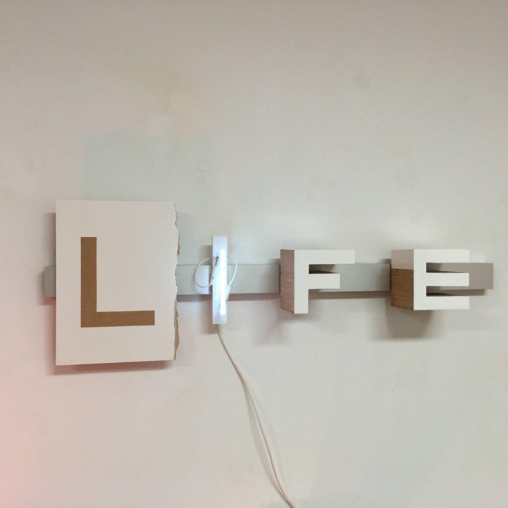 Pep Llambías,  Life , 2016, legno, alluminio, neon, cm 20 x 130 x 16