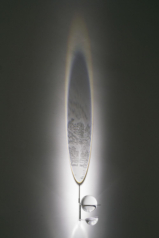 Qi-Villaggio , 2018, sfera vetro ottico, semisfera vetro ottico incisa, acciaio inox, led, ombre, sfera cm 10, immagine cm 180x25 ca.