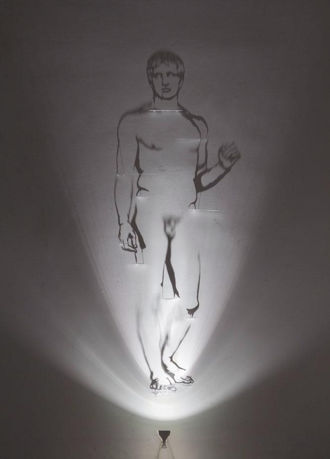 Doriforo , 2018, ottone dipinto di bianco, alogena, ombre, immagine cm 230x100 cm