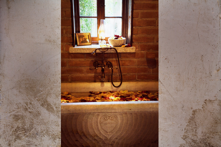 TheVillaSanJuanCapistrano_WeddingPhotography_Bathtub.jpg