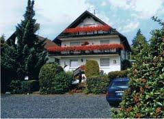 Pension Bender Adresse:  Amselweg 4  65719 Hofheim am Taunus Telefon:  06192 31151