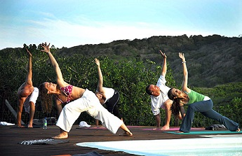 yoga-group-outside-to-get-to-their-bucket-list-life