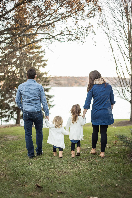 familychristmasportraits-whitewaterwi-katydaixonphotography.jpg