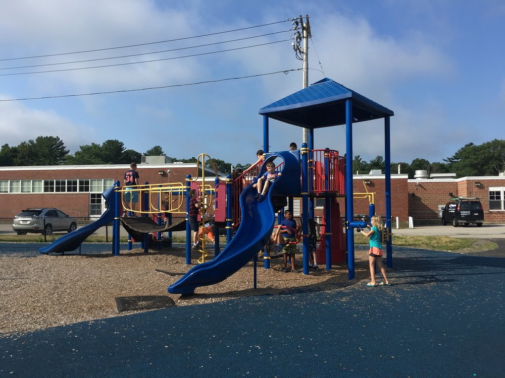 "Reviewers felt the play structure was ""familiar, classic, and good for a school."""