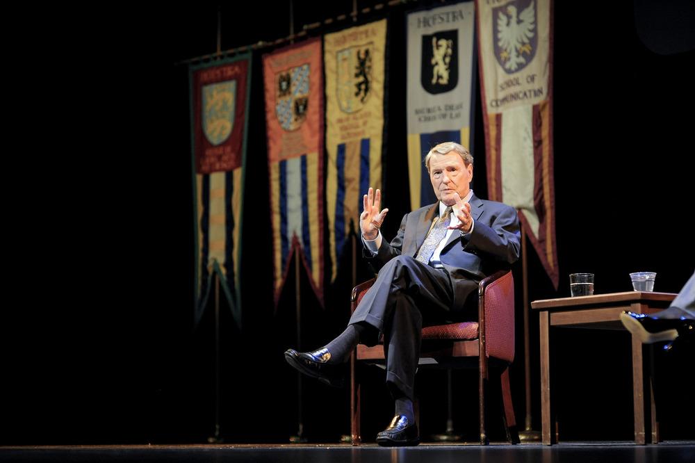 Jim Lehrer speaks at Hofstra University, before the first presidential election