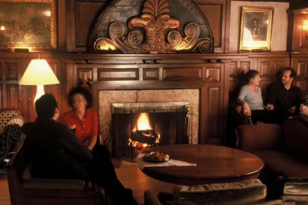 tabard_inn_fireplace_606