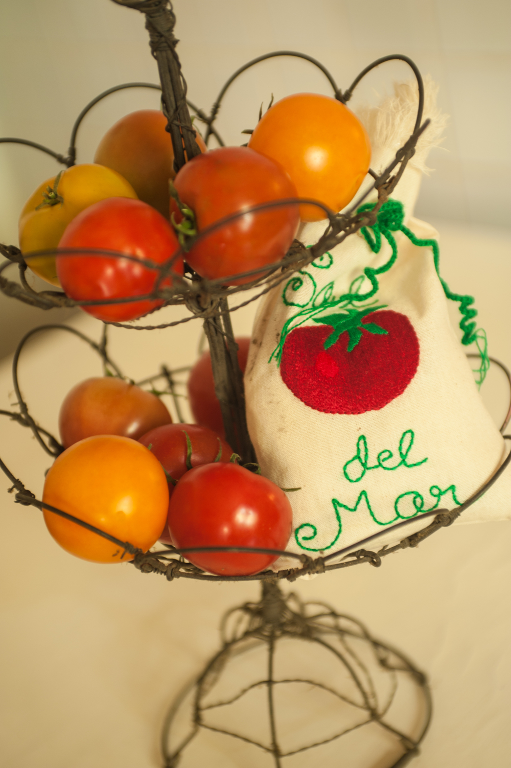 It is that time of year that tomato lovers, love. It's hard to not come home with a basket full. There are many recipes, but somehow a tomatoe just needs a sprinkle of Sal del Mar.