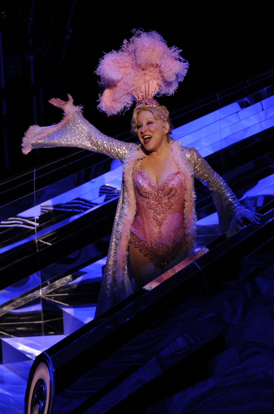 BetteMidler%22ShowgirlMustGoOn%227.jpg