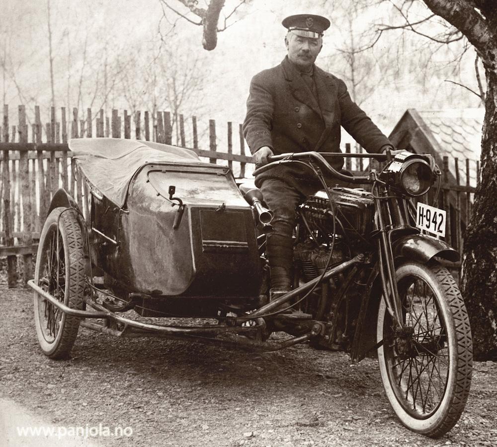 Christian Larsen med Spanjola ca 1922, bildet er tatt før sidevognen ble forlenget.
