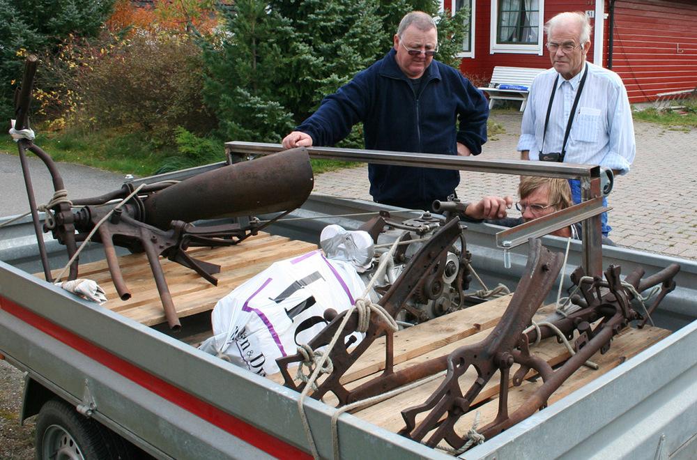 Erland, Bjørn G. og Kjell analyserer tilstand og funksjoner på delehaugen - restene av Spanjola.