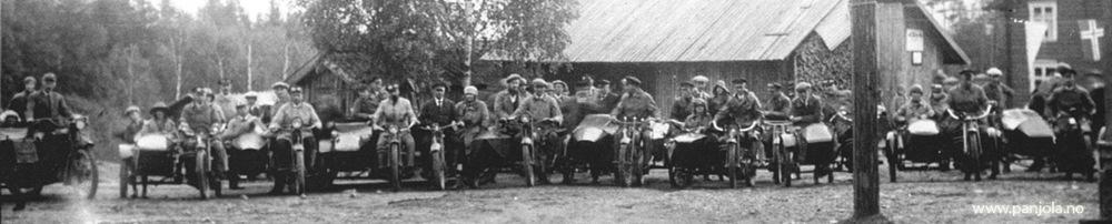 PÅ utflukt med motorsykkelklubben. Spanjola lengst til venstre i bildet. Bak Larsen sitter sønnen Harald og foran i sidevogna yngstedatter Lucie.