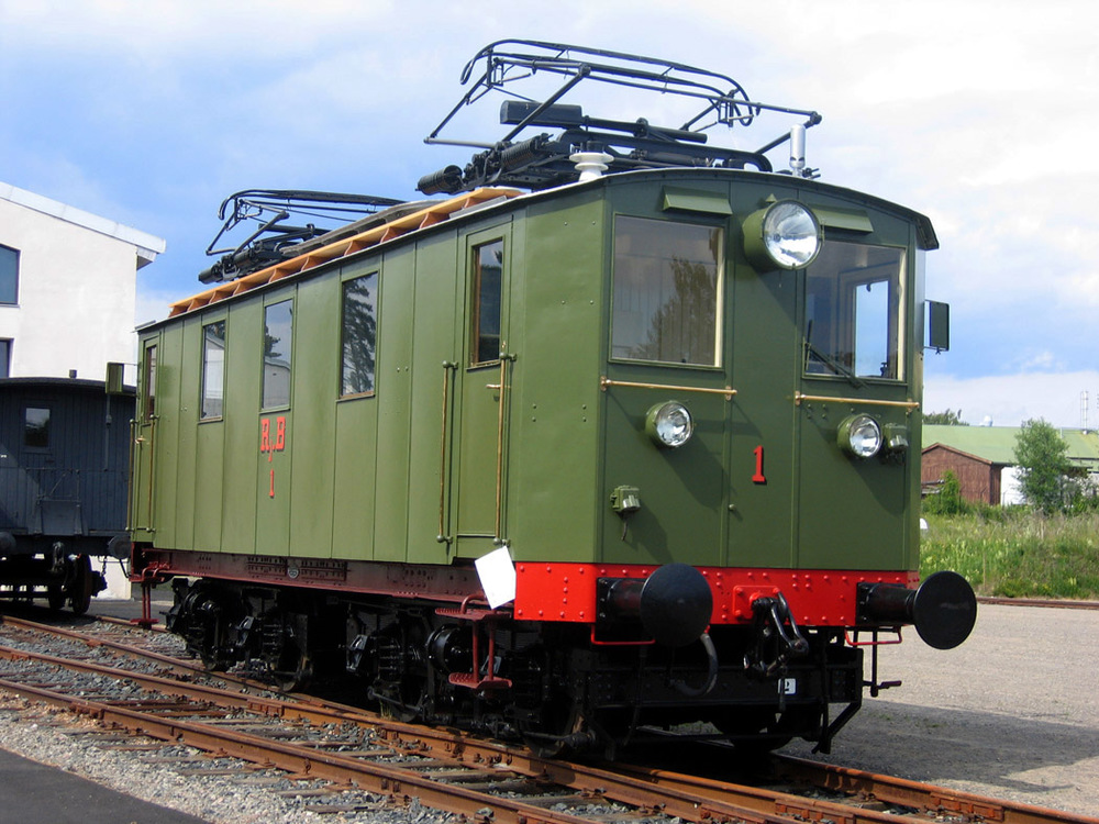 RjB 1 med Larsens pantograferer i dag restaurert og iNorsk Jernbanemusems samlingpå Hamar